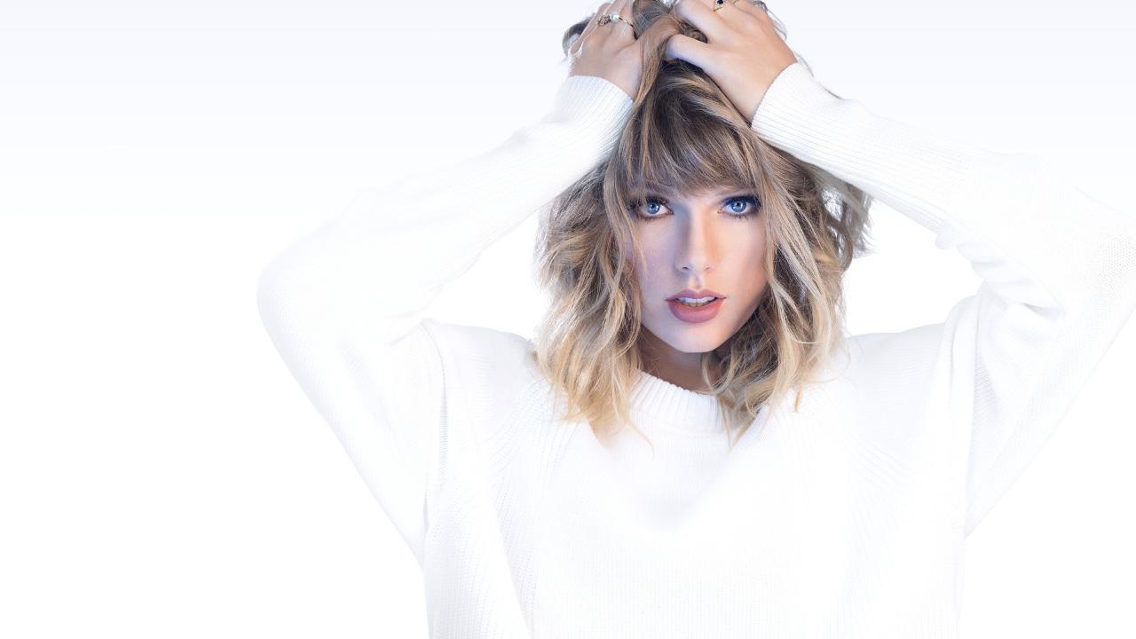 Taylor Swift ja ha tornat a gravar el seu àlbum 'Fearless' i aquest divendres ha publicat 'Love story (Taylor's version)'