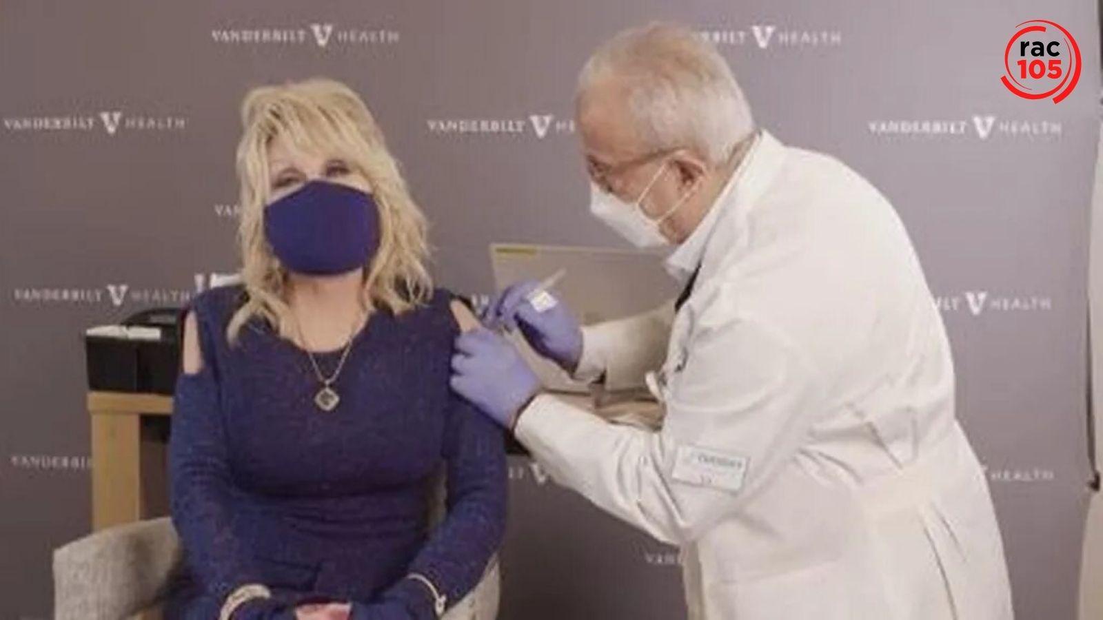 Dolly Parton ha esperat el seu torn per rebre la vacuna del covid tot i haver-la finançat amb un milió de dòlars