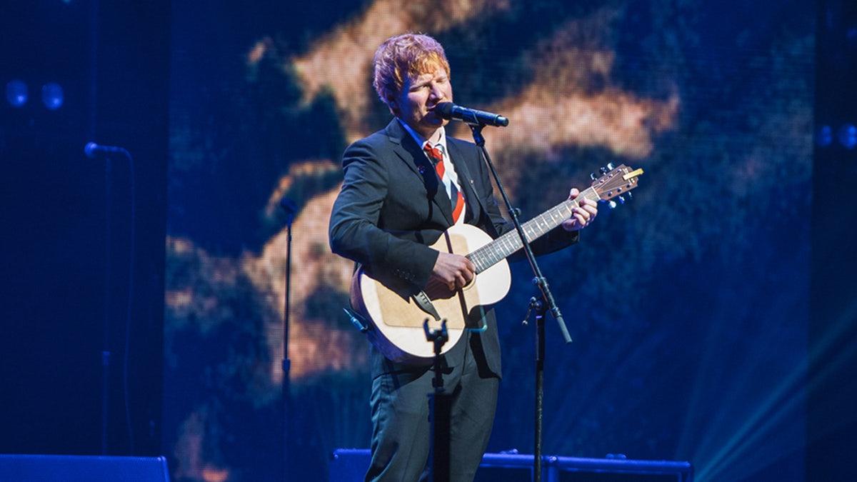 Ed Sheeran estrena 'Visiting Hours' al funeral de Michael Gudinski