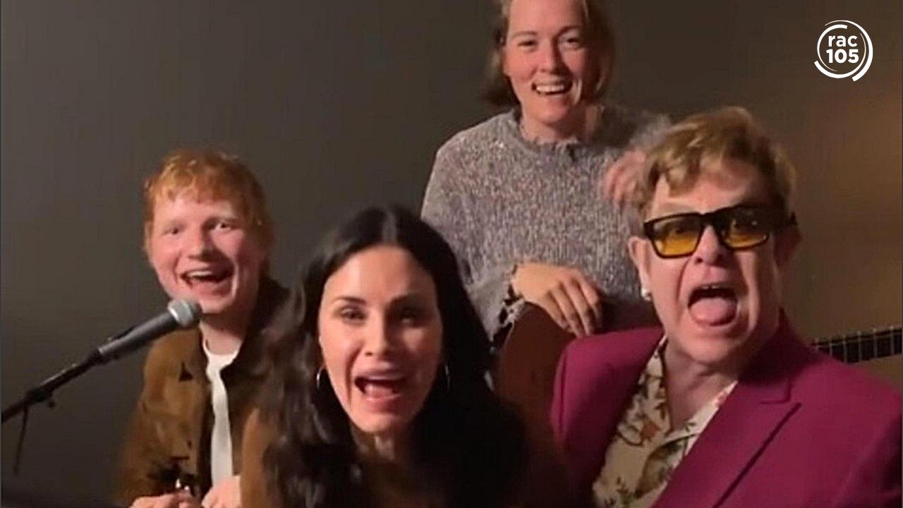 Ed Sheeran, Elton John, Courteney Cox i Brandi Carlile, canten 'Tiny dancer'