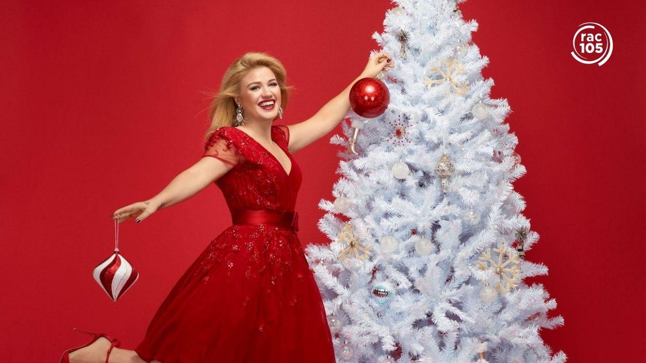 Kelly Clarkson publica 'Christmas isn't canceled (just you)', un avançament del seu àlbum de Nadal que inclourà una col·laboració amb Ariana Grande